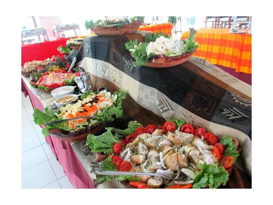 メキシコの伝統料理がずらりと並ぶ様は圧巻