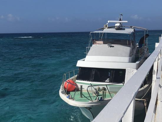 この船でナガンヌ島へ!
