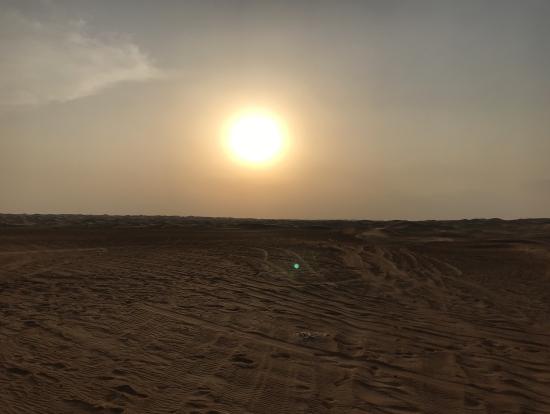 砂漠ツアーで見た夕日