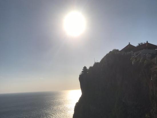 インド洋とウルワツ寺院