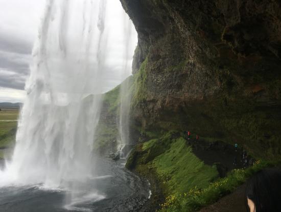 滝の裏側にもはいれるのでゴープロあると便利!