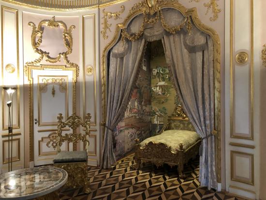 皇帝の寝室