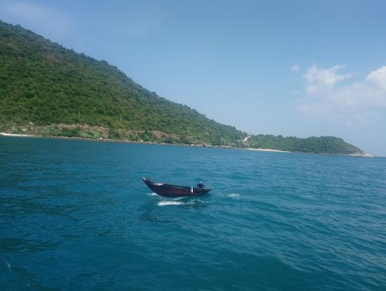 島近くの写真です。海が綺麗です。