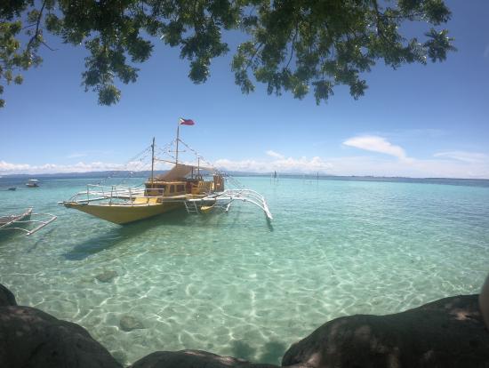 ナルスアン島の透けるような美しい海!!