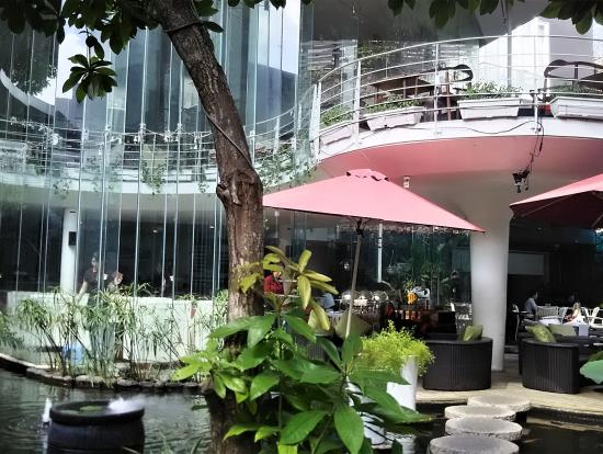 素敵なカフェで本格的なベトナムコーヒー