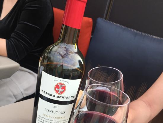 赤ワインは一本つきました