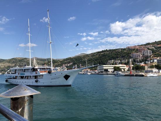 乗り場のハーバーには地中海クルーズ船も停泊してました