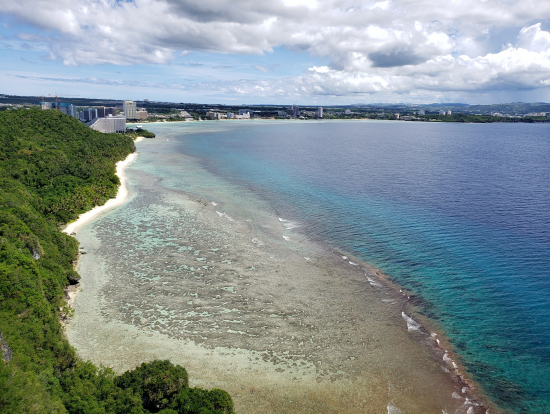 恋人岬の海は絶景です。