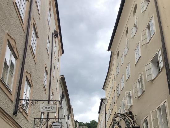 徒歩観光の旧ザルツブルク市内
