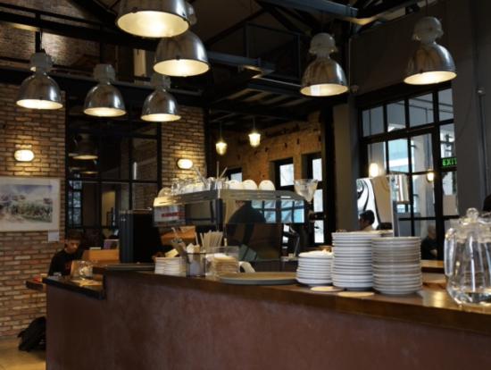 グランドホテルサイゴンの向かいにあるカフェ