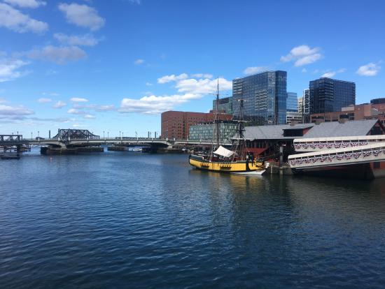 ボストン茶会事件ミュージアムの外観