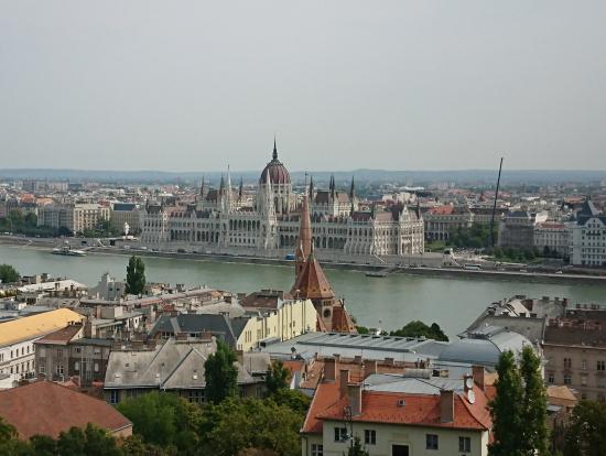 王宮の丘から見た国会議事堂