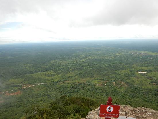 プレアヴィヒア寺院 カンボジア地平線