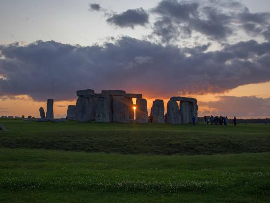 晴れると、きれいな夕焼けとストーンヘンジの写真が撮れます